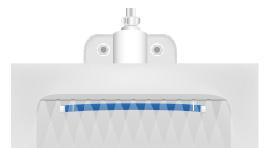 プレートと小便器壁面に隙間をつくらないようにする。